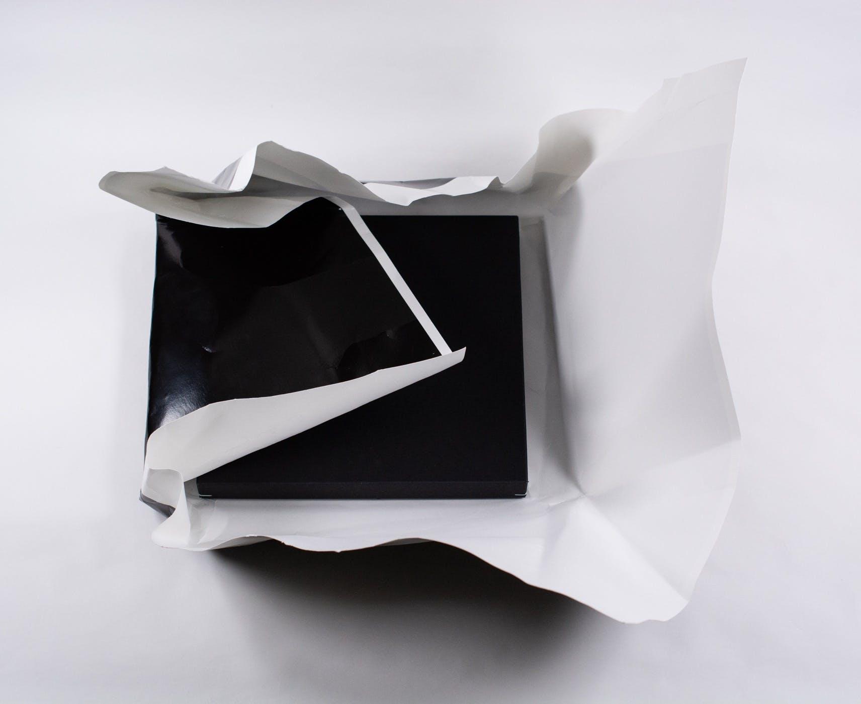 印画紙を広げて、箱を取り出します。(見本画像)